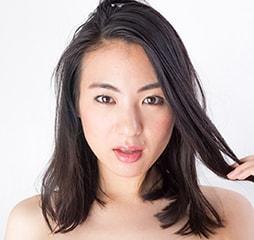 育毛について考える女性