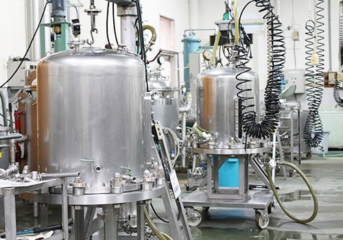 三省製薬本社内の成分工場